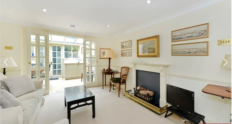 Stylish 1 Bedroom maisonette in Westminster