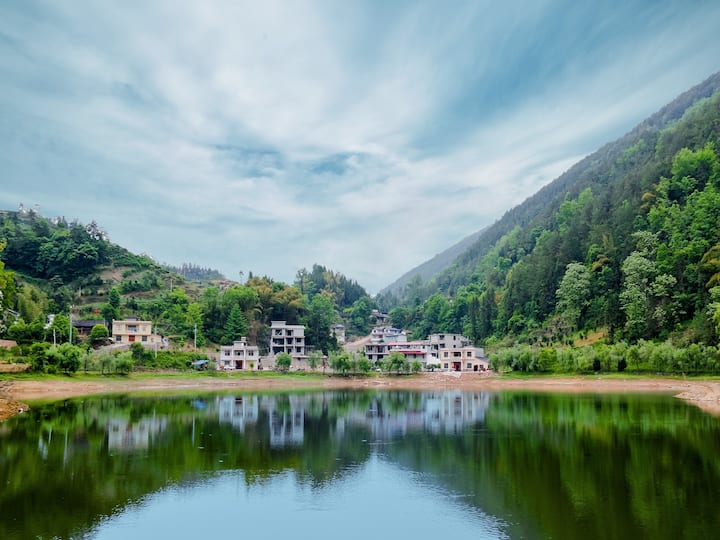 幺妹儿的小院◆6666 自然风光/舒适浴缸/独立小院/超大泳池