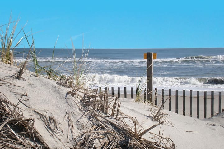 2 BR Ocean Block Condo- Steps from the Beach!