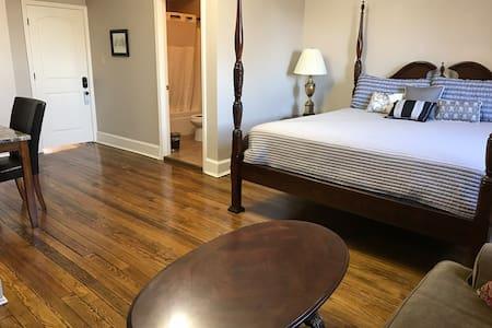 Wentworth Hotel Room 3