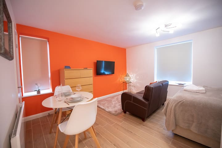 Bright and Colourful Studio Apartment 7 in Clifton