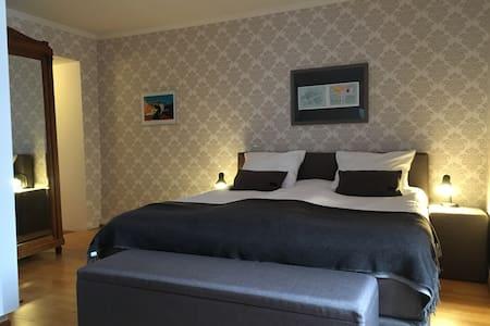 Chambre Babette - ruime kamer, heerlijk bed - Dore-l'Église
