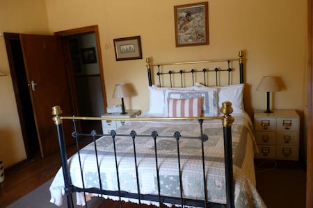 Room 1 Cottage with Antique Furniture and Paintings from Local Artists Family Room Sleeps 2 or 3
