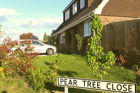 Pear Tree family home - Rumah