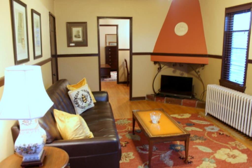 Sunny 1 Bedroom Apartment In Historic Building Apartments For Rent In Cincinnati Ohio United