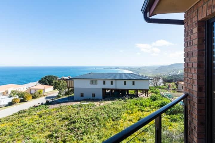 Brenton on Sea, Villa close to private beach.