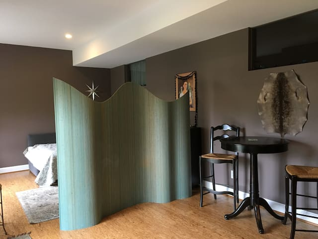 Use the privacy screen to create spaces