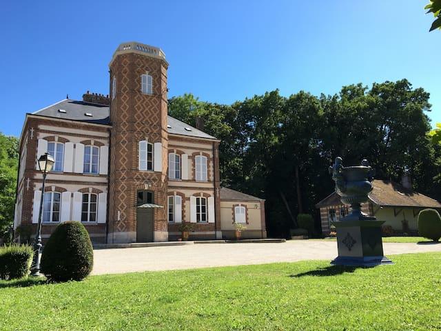 Château de Montabert Chambre Superieure - Montaulin - Gjestehus