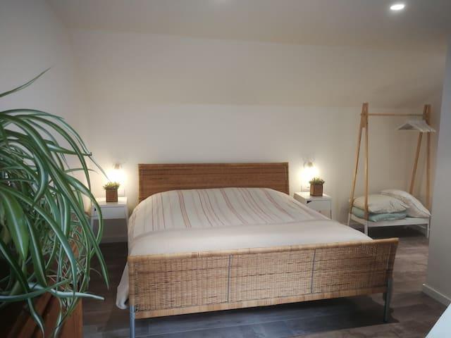 Slaapkamer met lavabo