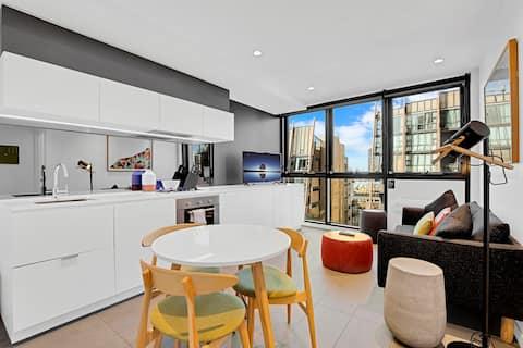 1-Bedroom Suite with City Skyline