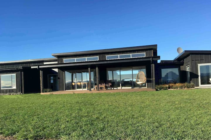 Modern and spacious with river and vineyard views