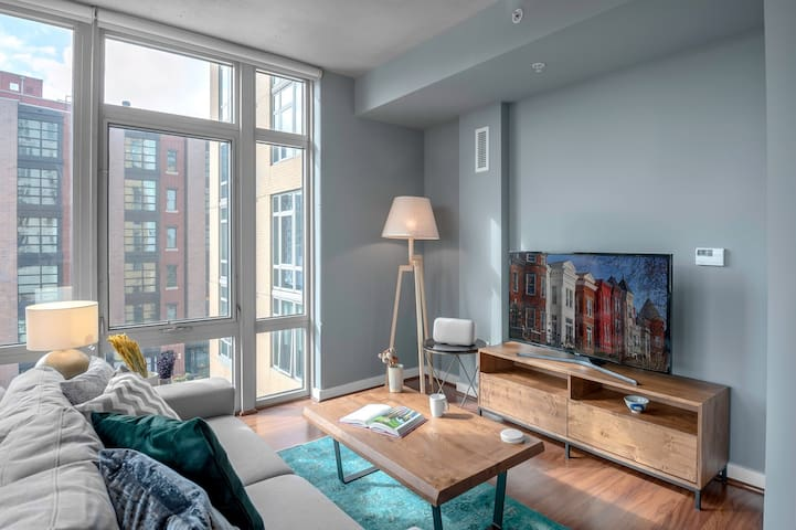 Bright 14th Street 1BR w/ Gym + Rooftop by Blueground