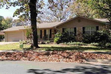 4BD/2BA Home on the Lake, Safe, convenient area