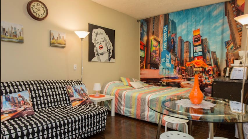 Cool studio in downtown up to 4 ppl w/1 parking
