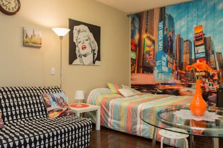Downtown hotel style suite up to 4 ppl - Toronto - Apartment