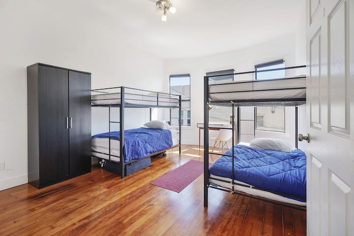 San Francisco Soma/ shared room/ bunk beds