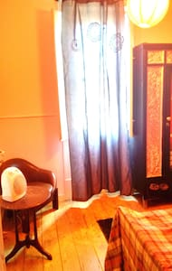 Red room in the city center - Lissabon