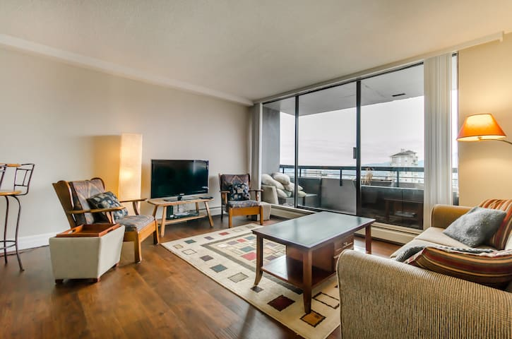 City View Apartment in Lower Lonsdale - North Vancouver - Lejlighed