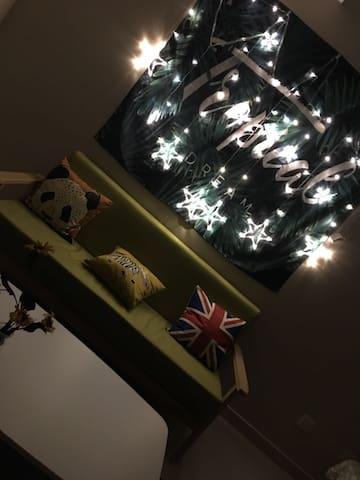 星星气球情侣主题大床房