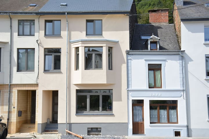 Child-friendly Holiday Home in Bouillon near River