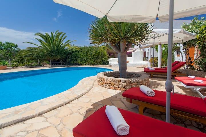 Villa Pau de Baix 2 mins from Santa Ines