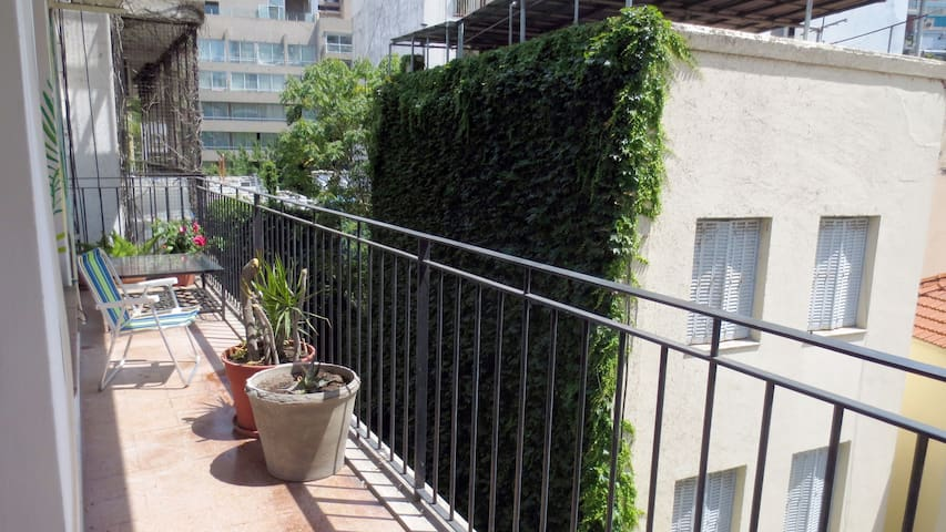 Private room- Recoleta- with balcony!