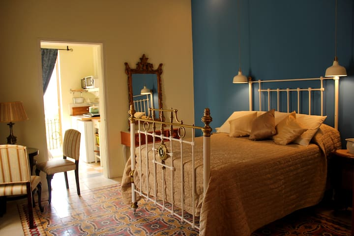 Romantic room at Maleth Inn Guesthouse