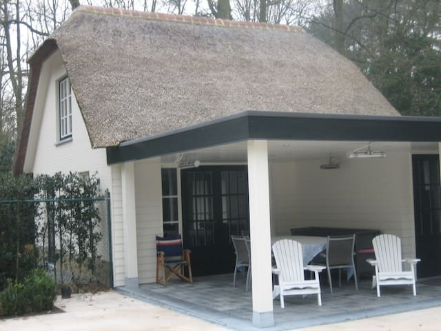 Beautiful guesthouse at 15 km from Antwerp