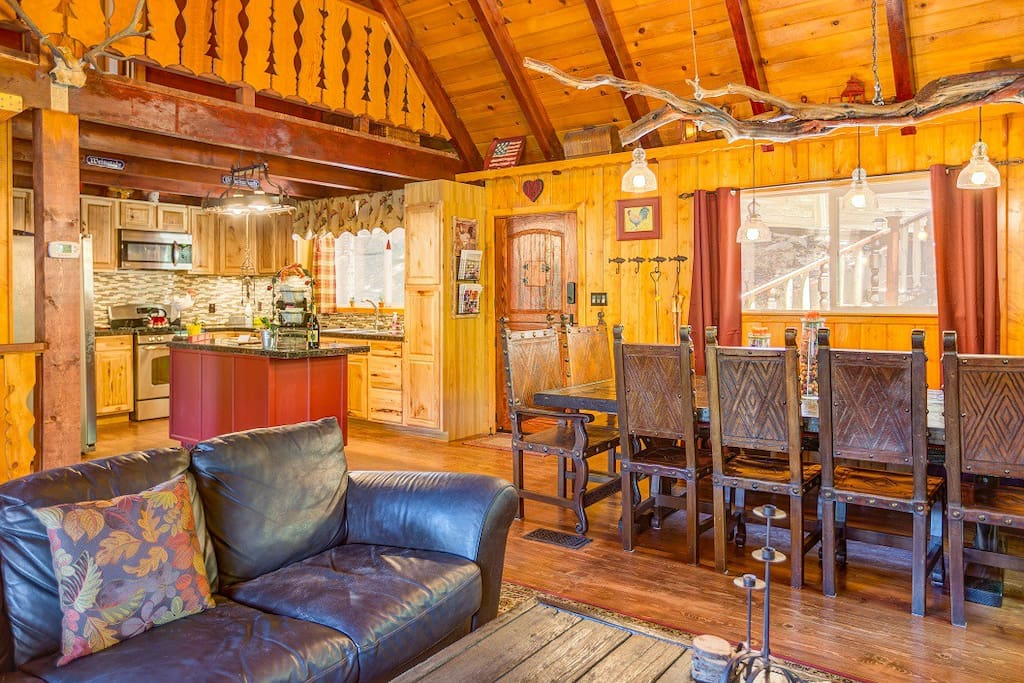 """Jamie has traveled to Arrowhead for 25+ years and said, """"TREE HOUSE CHALET IS ONE OF THE BEST WE'VE EVER STAYED AT. IT HAD EVERYTHING I WAS LOOKING FOR IN A MOUNTAIN VACATION RENTAL: HIGH CEILINGS, CHECK. BIG LIVING ROOM, DINING ROOM, OPEN KITCHEN FLOOR PLAN, CHECK."""""""