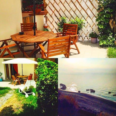 Appartamento con doppiogiardino, un passo dal mare - Alì Terme - Ház