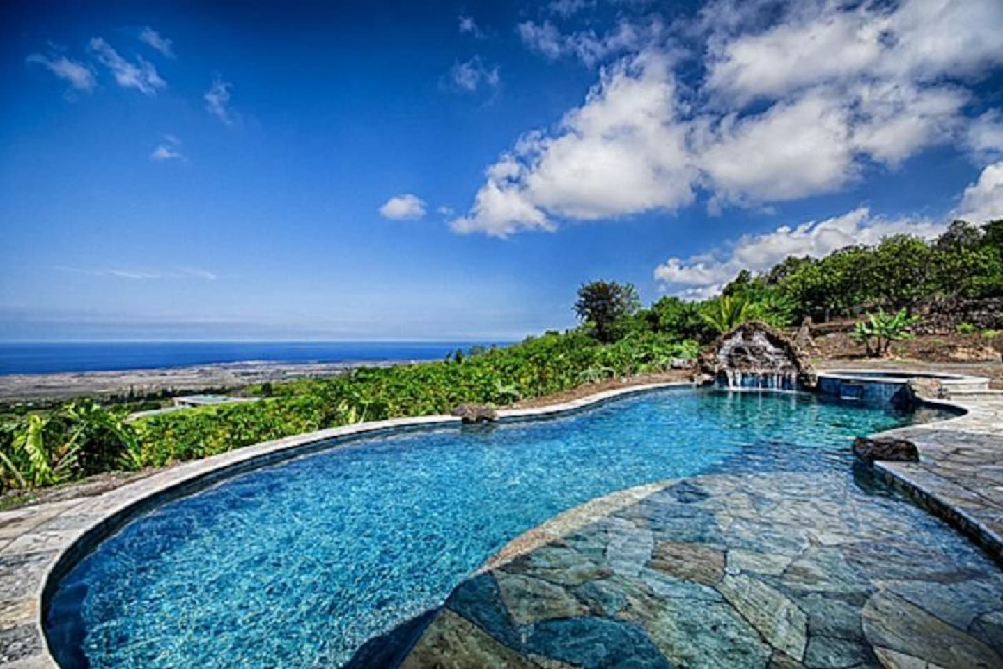 Piko Nani-Take a dip in this private turquoise pool with a view!