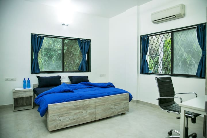 BLUE ROOM in 3 BHK Home Near IYENGAR YOGA INST.