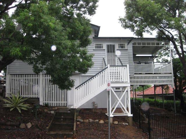 Central Cottage, Brisbane - Toowong - House