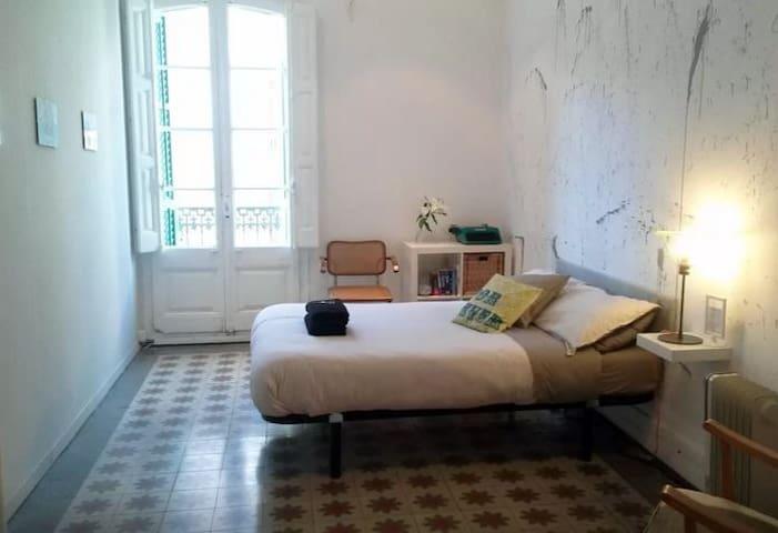 Huge Arty Room Near Plaza Catalunya - Barcelona