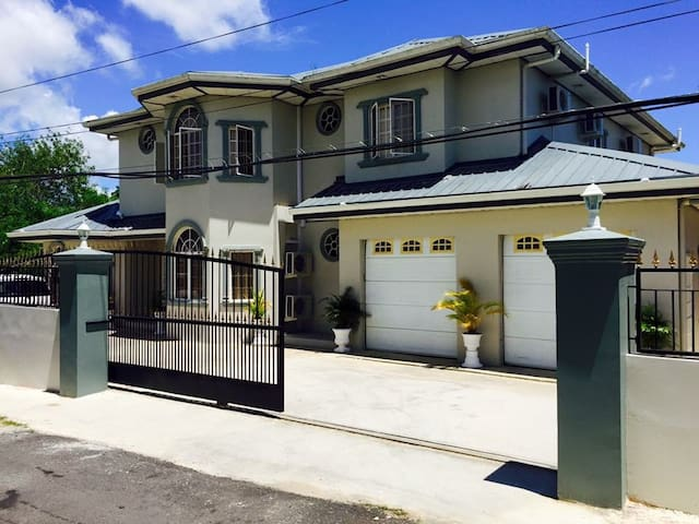 Secure&Gorgeous Home in Phillipine.5Rooms,4Baths - Phillipine - Casa