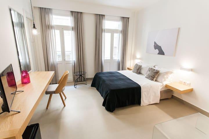 Monastiraki Standard Room by Livin Urbban
