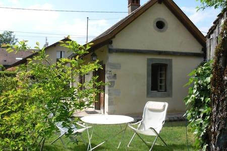 The Cottage des Belhiardes, Lake Annecy - Talo
