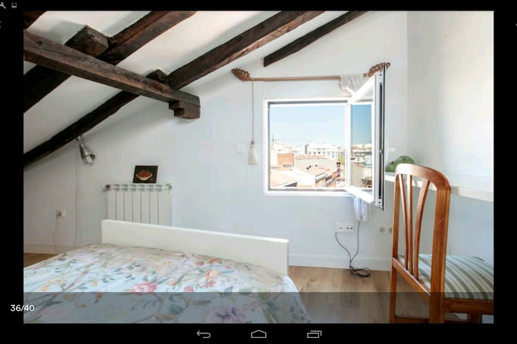 Dormitorio para 1, 2 o 3 personas. QUAINT LOFT  1 . https:/www.airbnb.es/rooms/9559303 QUAINT LOFT 1 - 3 . https:/www.airbnb.es/rooms/12333814