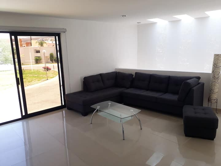 Confortable depa iluminado nuevo zona residencial!