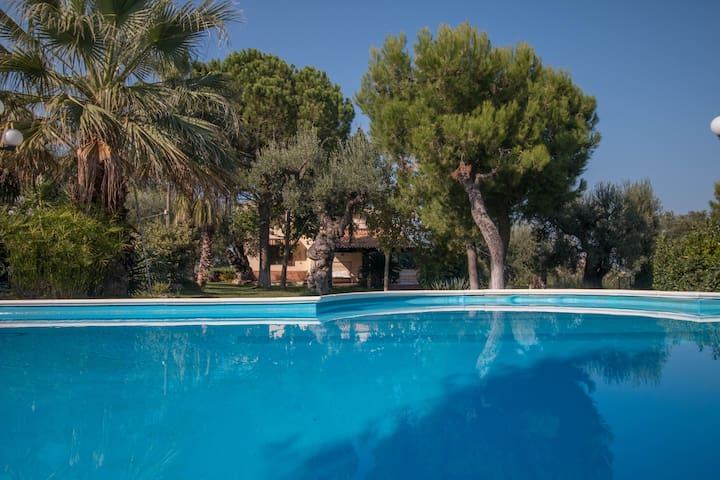 Villa Privata con Piscina e Vista Mare