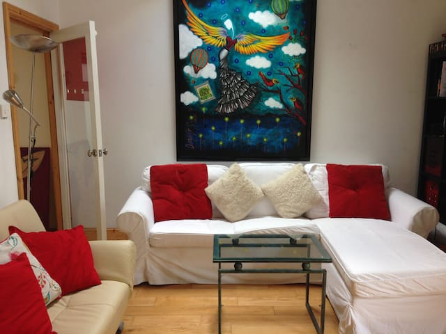 Bright Apartment 3 mins walk to sea - Dublin - Apartamento