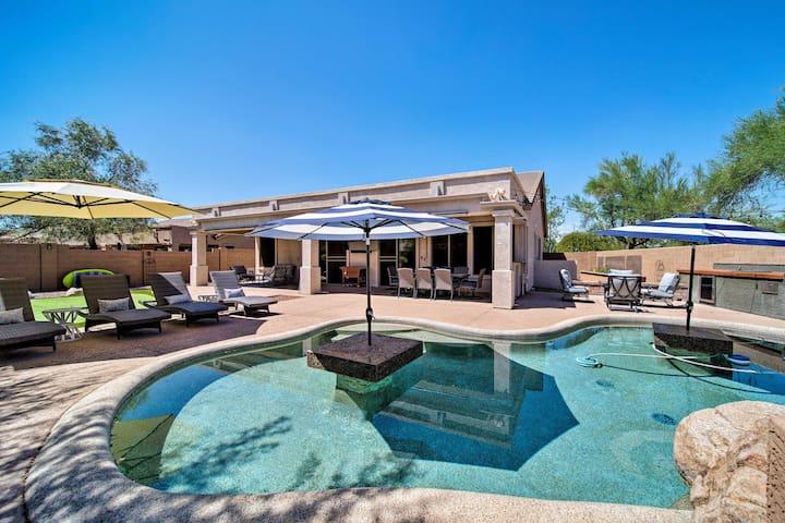 NEW-Luxury Scottsdale Home w/Putting Green & Patio