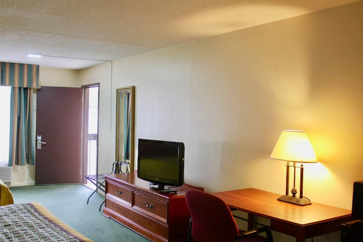 Private Room in a Hotel near Wingate University