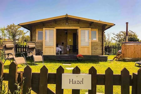 ♥ Hazel Glamping, En-suite, Dogs, Private Hot Tub♥