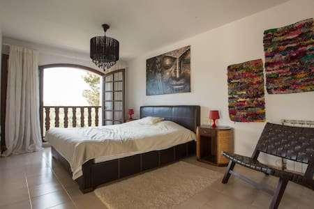 Spacious Bedroom looking over the valley - Santa Eulària des Riu - Villa