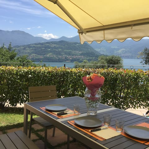Sweet apartment with a wonderful view on Iseo Lake