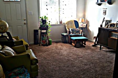 Spacious room close to downtown Greensboro/ A&T. - Greensboro
