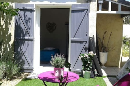Coquet havre de paix provençal clim+ piscine - Villeneuve-lès-Avignon - Bed & Breakfast