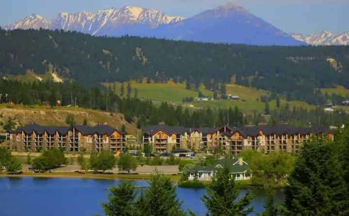 Stunning Lake Front Condo with Mountian Views