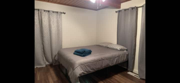 Private #3 Queen Bed in Ranch House Shared Bath